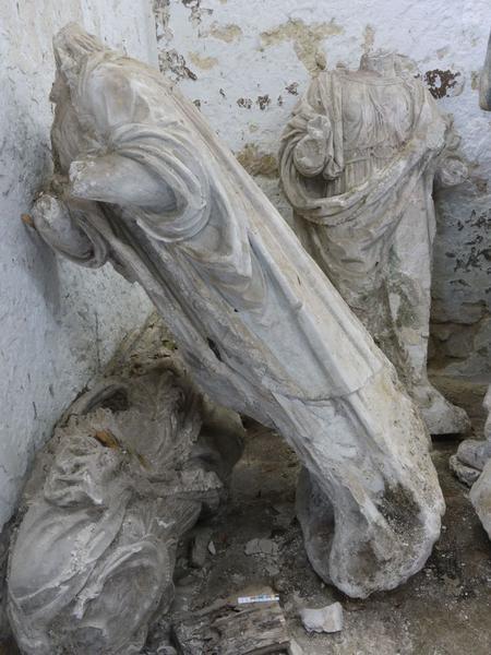 Statue non identifiée (fragment d'une mise au tombeau), vue générale
