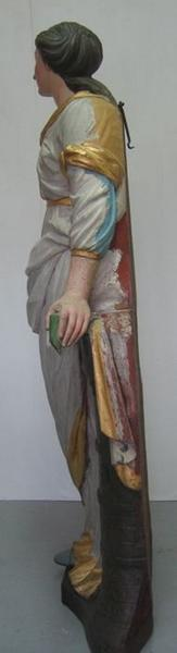 Statue : sainte Barbe, vue générale du profil gauche