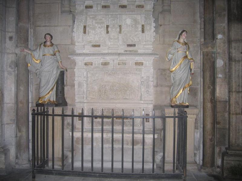 Statues: sainte Barbe et sainte Thérèse, vue générale