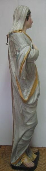 Statue: sainte Thérèse, vue générale, profil droit