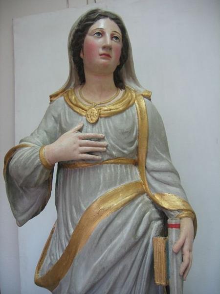 Statue: sainte Thérèse, vue partielle
