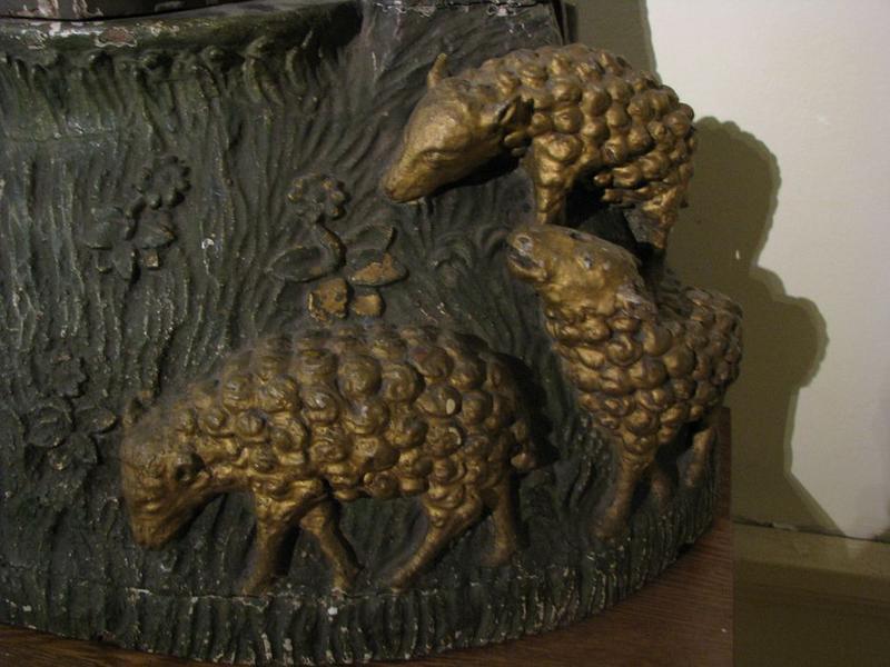 Groupe sculpté : sainte Geneviève, détail