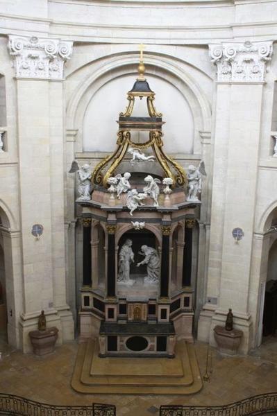 Baldaquin d'autel et groupe sculpté : la Visitation, vue générale