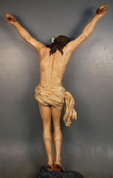 Statue: christ en croix, vue générale du revers