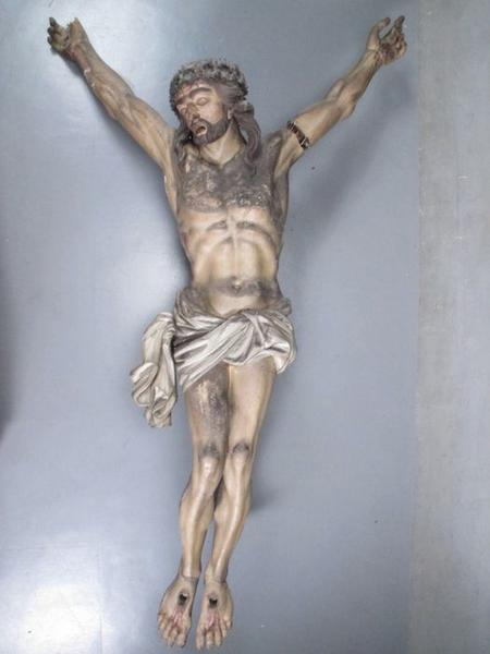 Statue: christ en croix, vue générale