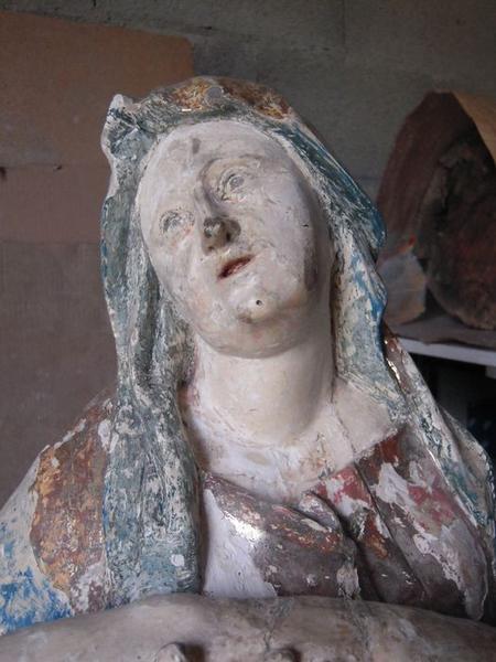 Groupe sculpté : Vierge de Pitié, détail