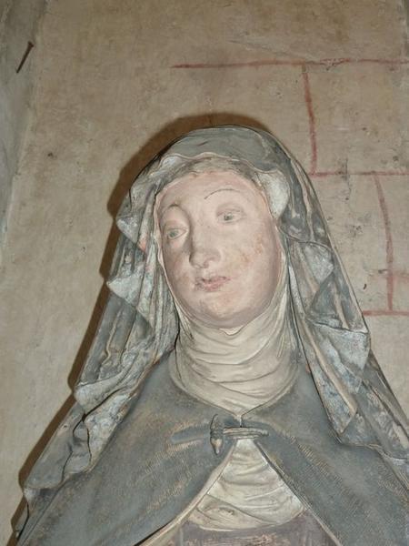 Statue: sainte Claire, détail