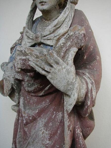 statue: sainte Barbe, vue partielle