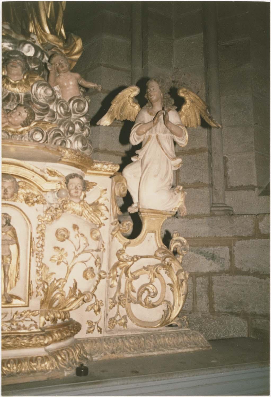 Autel, gradin (maître-autel, autel tombeau, autel exposition)
