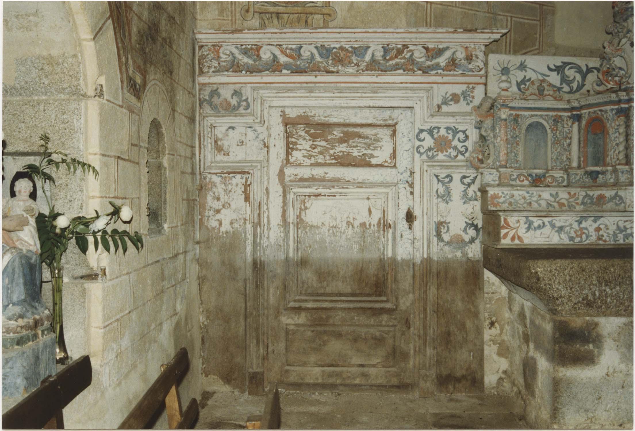 Ensemble du maître-autel (2 gradins d'autel, tabernacle, exposition, lambris de demi-revêtement)