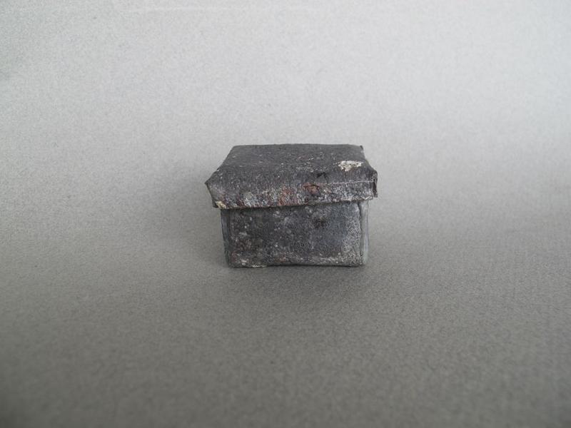 Calices (4), patène, boîte, boucle de ceinture