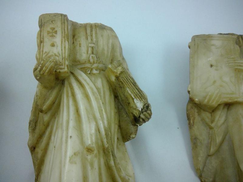 Statue (statuette): saint Luc, vue partielle