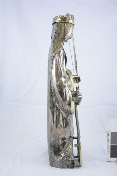 Statue : sainte Foy, profil droit, vue générale