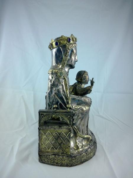 Statue : Vierge à l'Enfant assise, profil droit, vue générale
