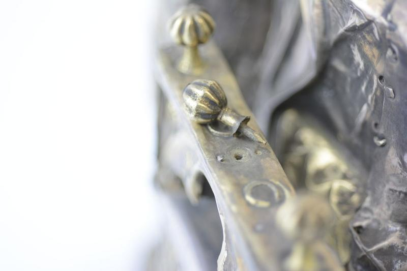 Statue : Vierge à l'Enfant assise, détail