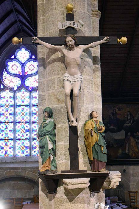Groupe sculpté : Le Christ en Croix, la Vierge et saint Jean