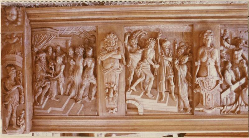 Bas-reliefs : Pilate se lavant les mains, Jésus flagellé sort du temple, vue générale