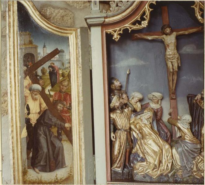 Tableau (triptyque) : bas-relief de la Crucifixion, Simon le Cyrénéen aidant Jésus à porter sa croix, la Résurrection, vue partielle