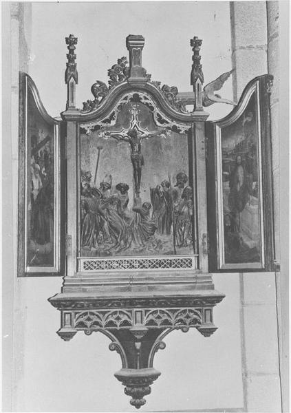tableau (triptyque) : la Crucifixion, Simon le Cyrénéen aidant Jésus à porter sa croix, la Résurrection