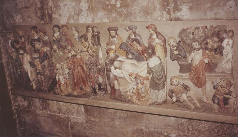 4 bas-reliefs : la Flagellation, le Portement de croix, la Mise au tombeau, la Résurrection