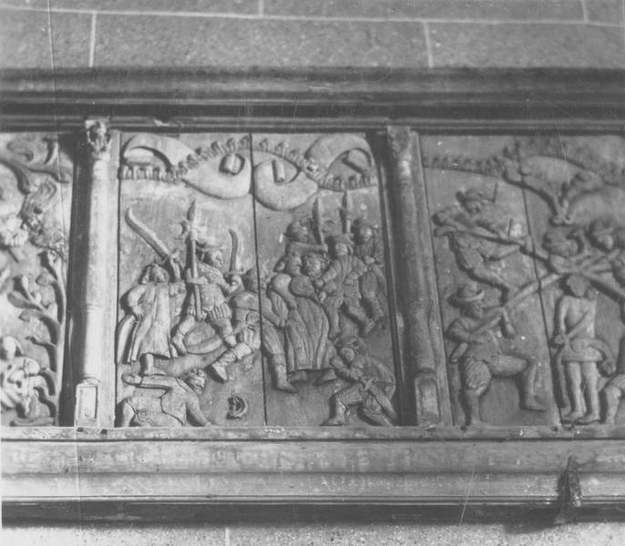 Bas-relief : la Cène, le Lavement des pieds, Jésus à Gethsemani, le Baiser de Judas, le Couronnement d'épines, le Portement de croix, la Mise en croix, descente de croix (la), la Mise au tombeau
