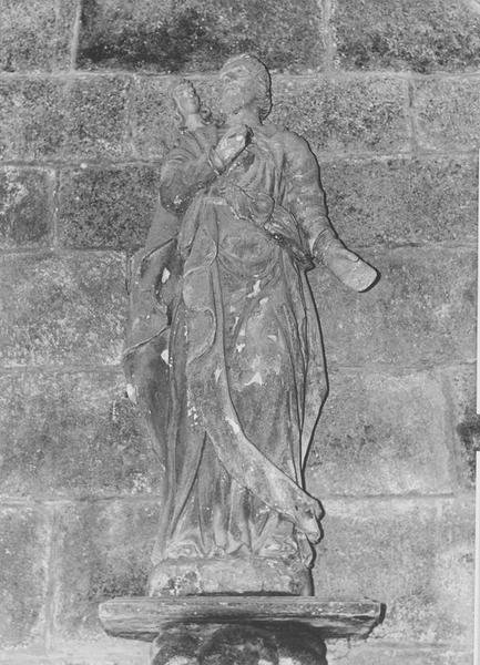Groupe sculpté : saint Mathieu