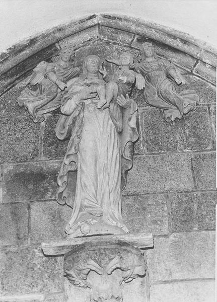 Groupe sculpté : Vierge à l'Enfant et deux anges