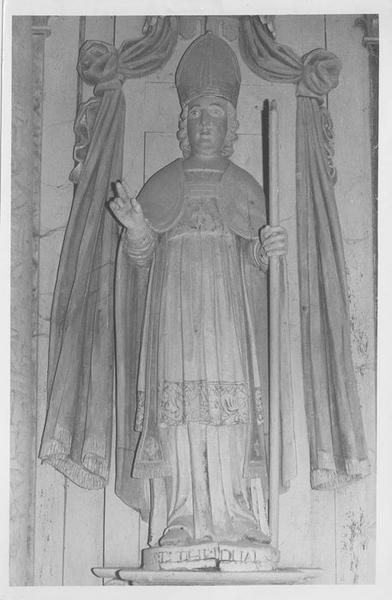 statue: saint Tugdual, vue générale