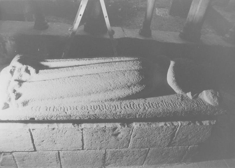 tombeau de Jeanne Buchon, épouse d'Eon Guillebert, vue générale