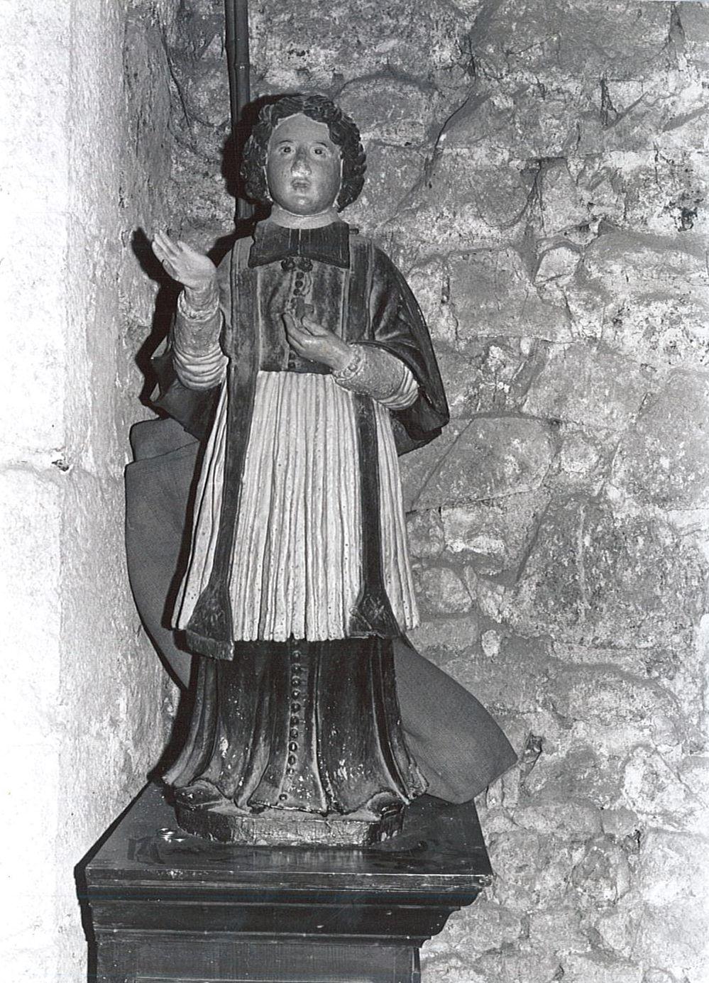 statue : Saint Gennefort, vue générale