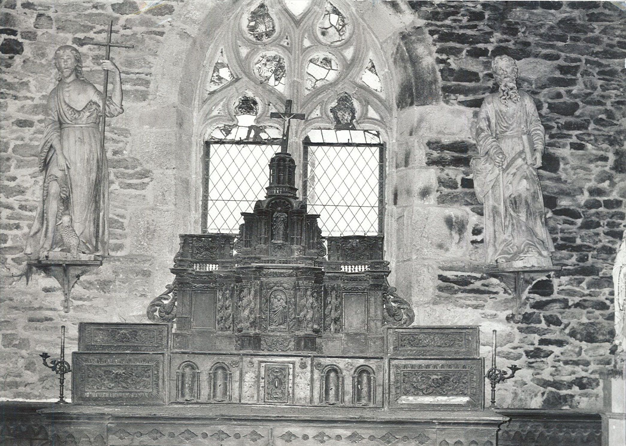 statues : Saint Jean-Baptiste et Saint Paul, tabernacle, vue générale