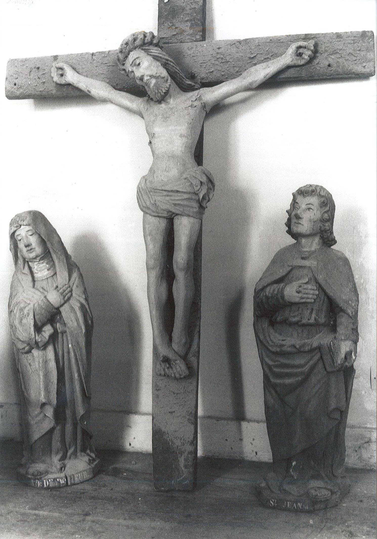 Trois statues de la poutre de gloire : Christ en croix, Vierge dite Notre-Dame de Douleur et Saint Jean