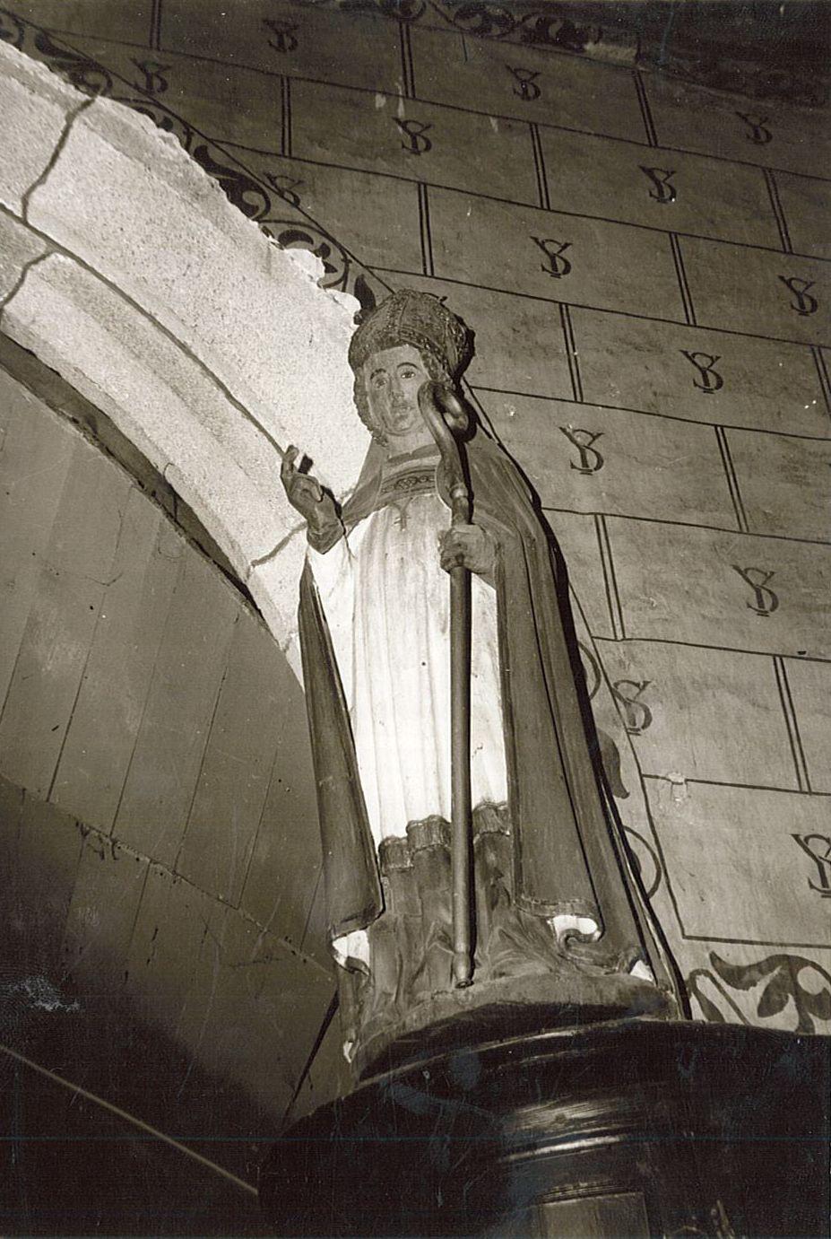 statue : Saint Ivy, vue générale