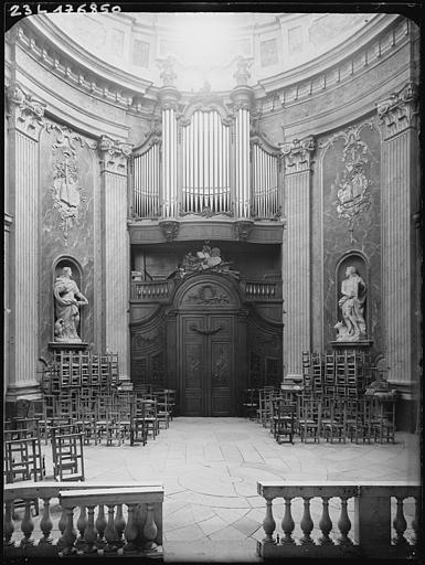 Chapelle : vue vers les grandes orgues