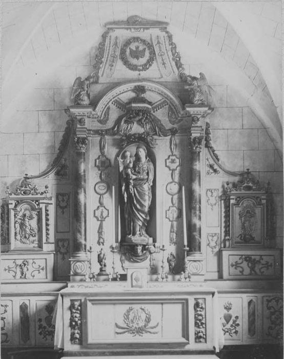 3 autels (maître-autel et autels secondaires de la Vierge et de saint Jean-Baptiste)