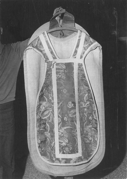 Chasuble (ornement rose)