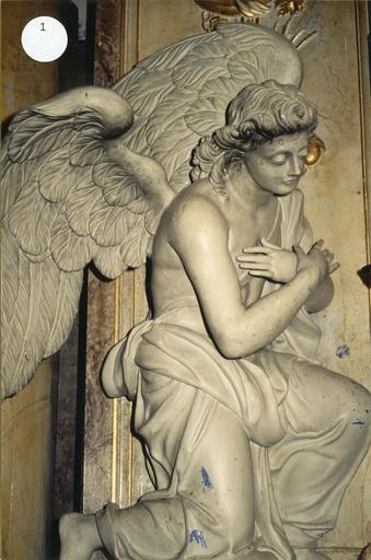 ange adorateur du retable du maître-autel