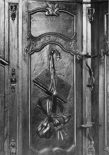 lambris du choeur, motif décoratif avec instruments de musique, bois sculpté, polychrome, vernis et doré, 18e siècle