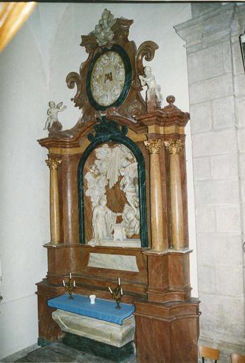 autel et retable latéral nord et son haut-relief : L'Annonciation, pierre et stuc polychrome, 18e siècle