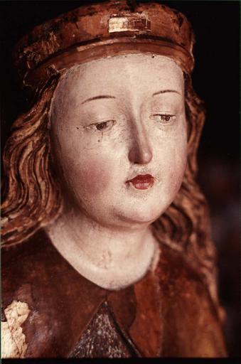 statue : Sainte au calice, visage après restauration