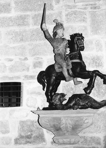 statue équestre : Saint Georges, bois polychrome, 18e siècle, après restauration, 1973