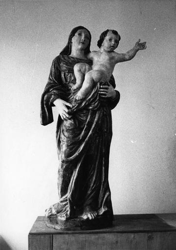 statue : Vierge à l'Enfant, bois polychrome, 18e siècle, après restauration