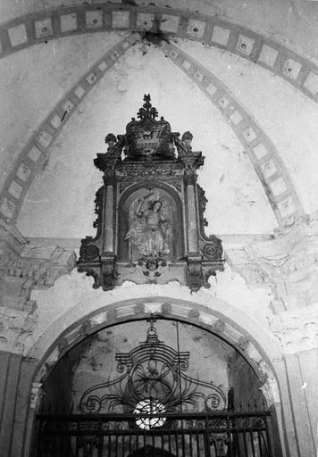 statue : Saint Michel et décor sculpté