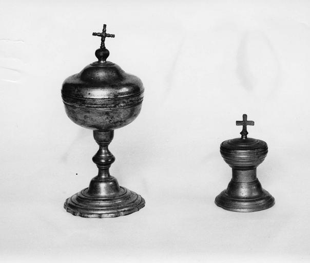 ciboire avec croix torsadée et et ciboire des malades, étain, 18e siècle