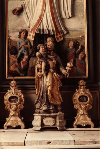 deux reliquaires de l'autel latéral nord, bois sculpté et doré, 18e siècle et stautette : sainte Joseph et l'Enfant Jésus, bois sculpté polychrome, 18e siècle