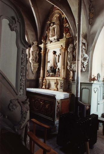 Retable latéral nord, et son bas-relief : La Prédication de saint François-Xavier, après restauration