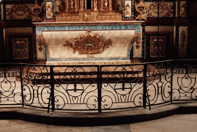 retable du maître-autel, après restauration, détail de l'autel