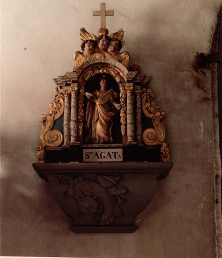 statue : Sainte Agathe dans un édicule, bois sculpté peint et doré, 17e siècle