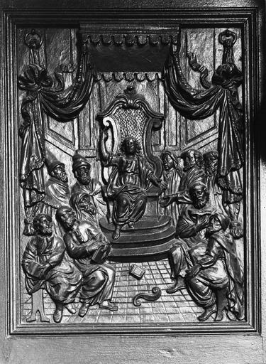 chaire à prêcher, détail d'un bas-relief : Jésus parmi les docteur