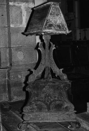 lutrin, bois sculpté, 17e siècle, après restauration